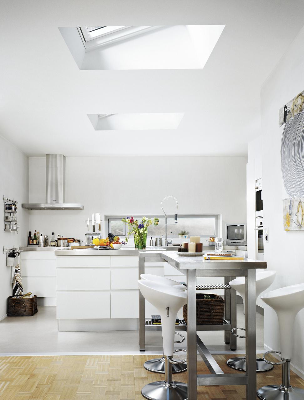 cucina luminosa con finestre