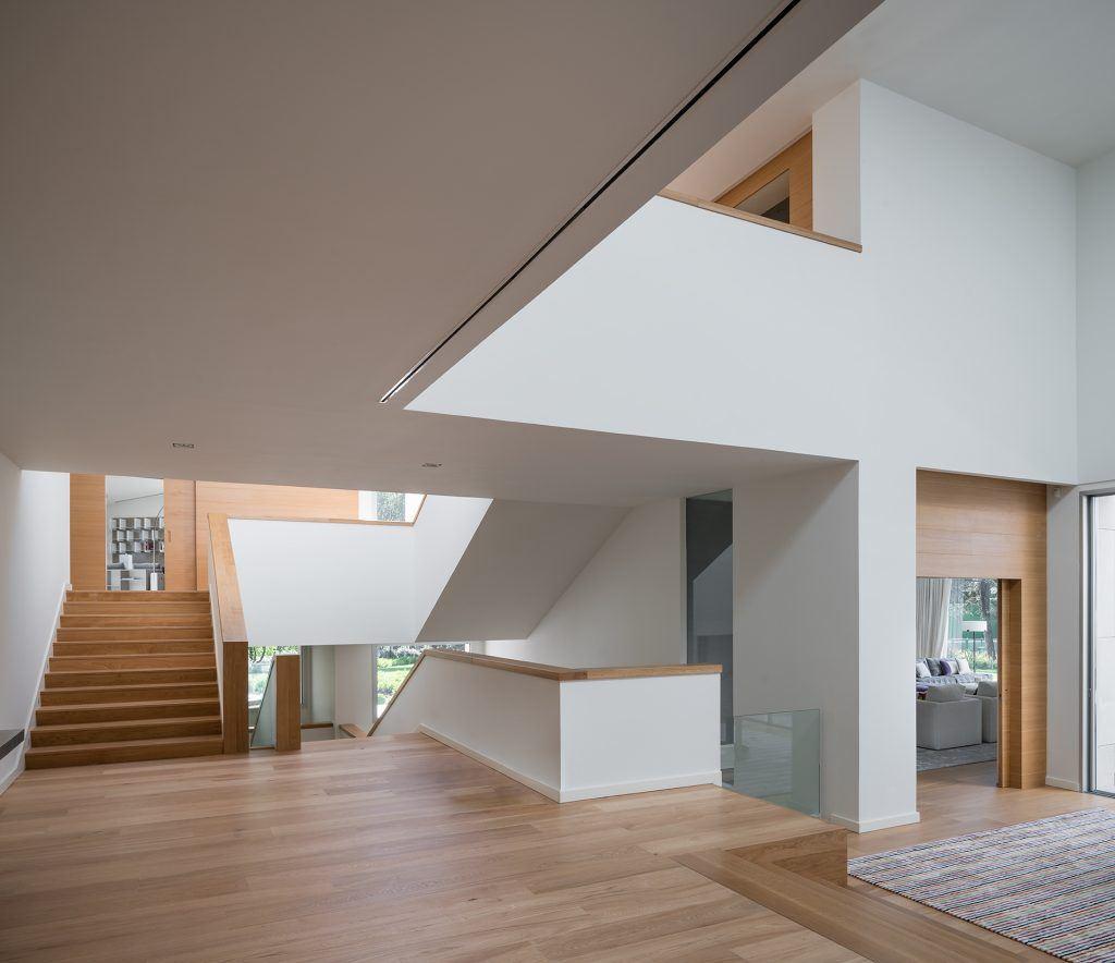 Una villa con tetti piani e luce dall alto - Finestre per tetti piani ...