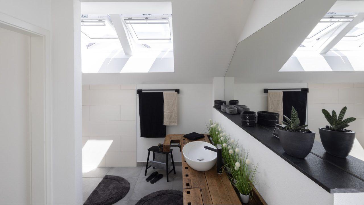 Installare finestre per tetti for Finestre x tetti