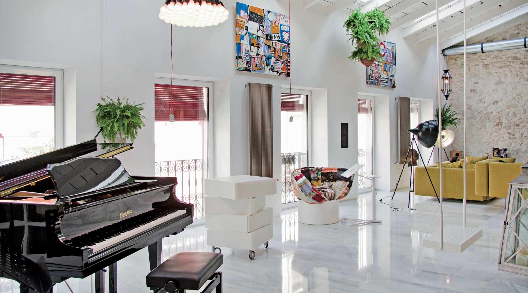 soggiorno-open-space-appartamento-lago-alicante - Mansarda.it