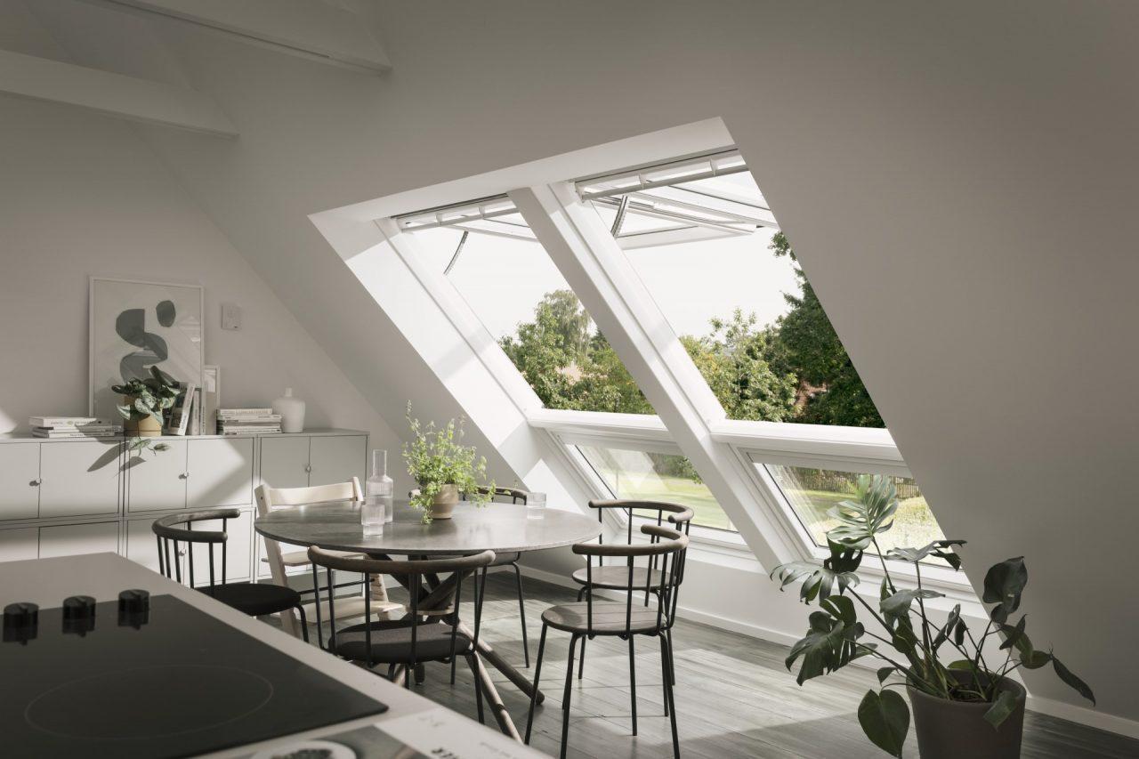 zona pranzo con finestre