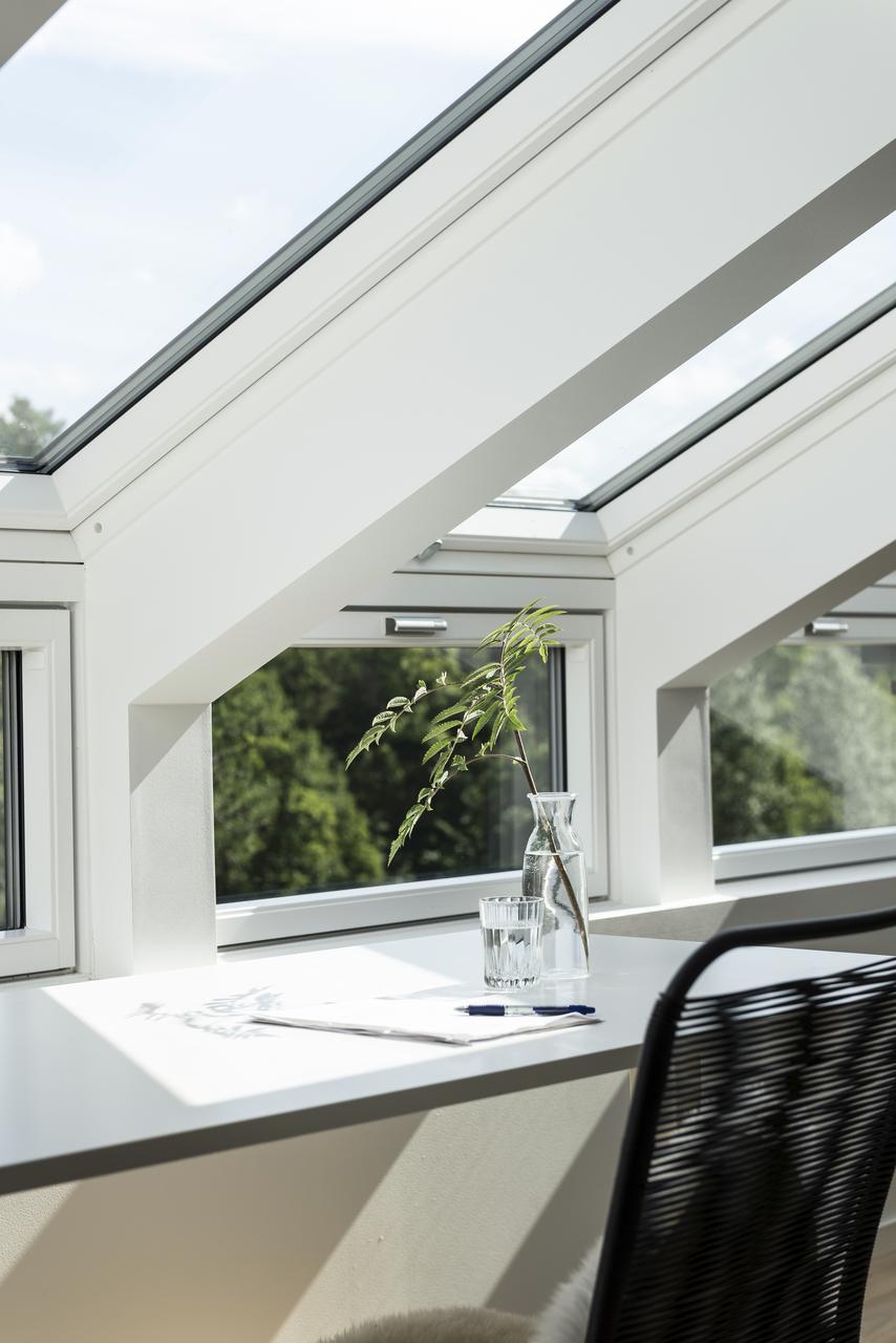finestra con elemento verticale