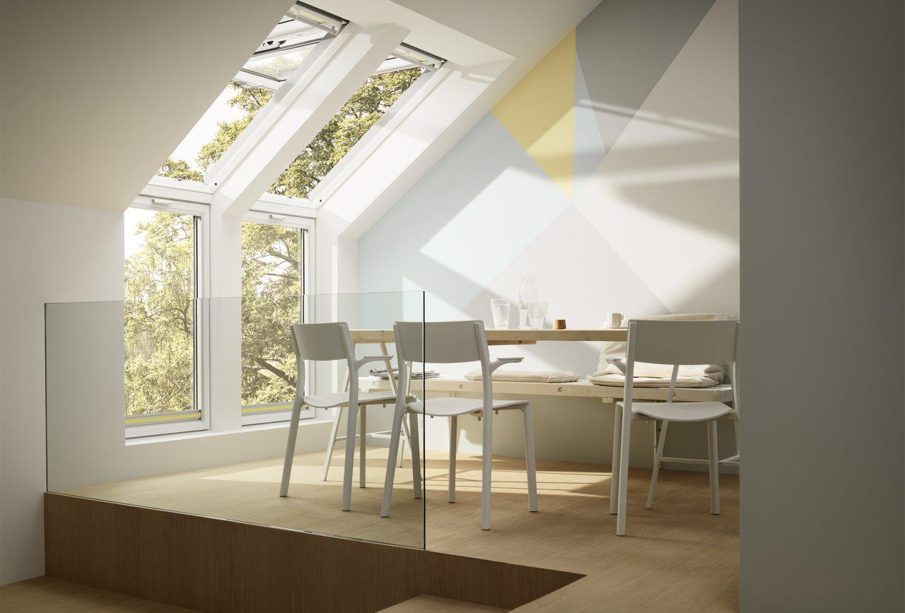 sala da pranzo con finestra vasistas