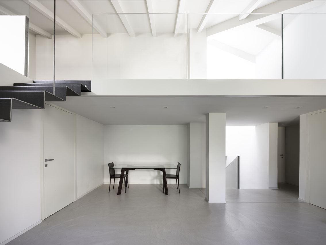Camera Da Letto Con Soppalco.La Ristrutturazione Di Un Edificio Con Soppalco Luminoso Mansarda It