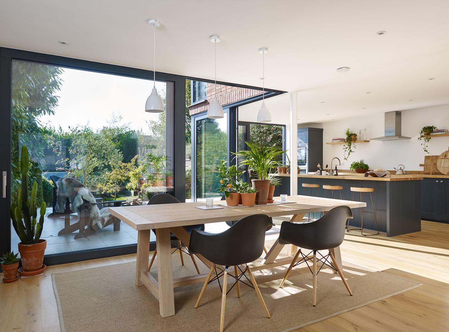 Cucina e sala pranzo - Stanza da pranzo moderna ...