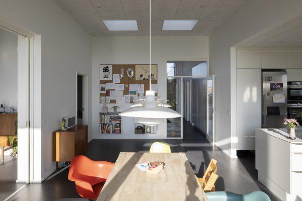 La luce illumina tutti gli spazi della casa