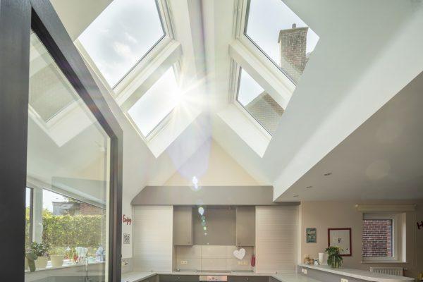 Luce dall'alto con un tetto a falde