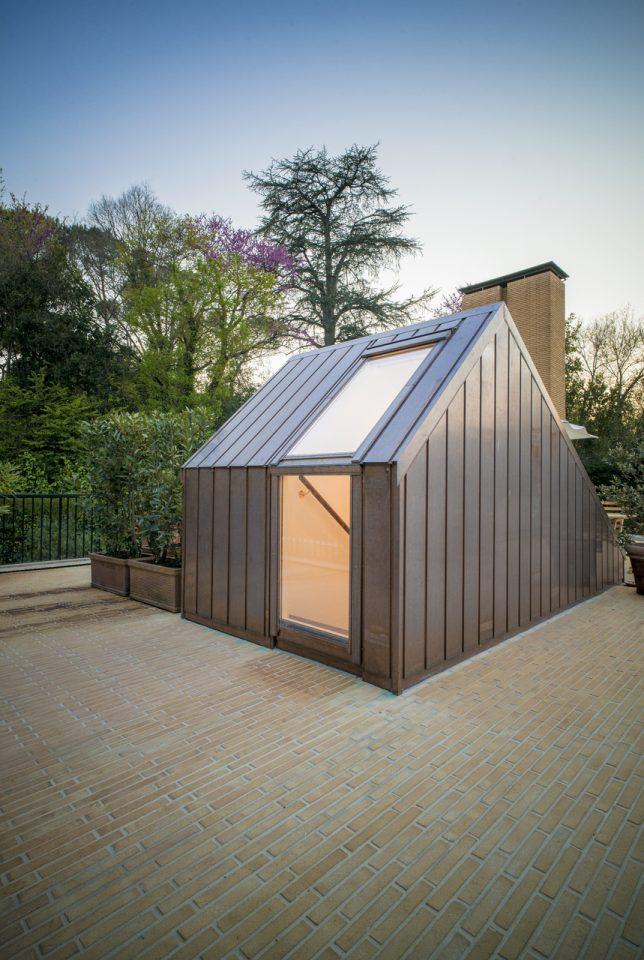 Benefici dei lucernari per accedere a una terrazza su un for Lucernari per tetti