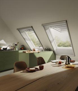 cucina con tende e zanzariere