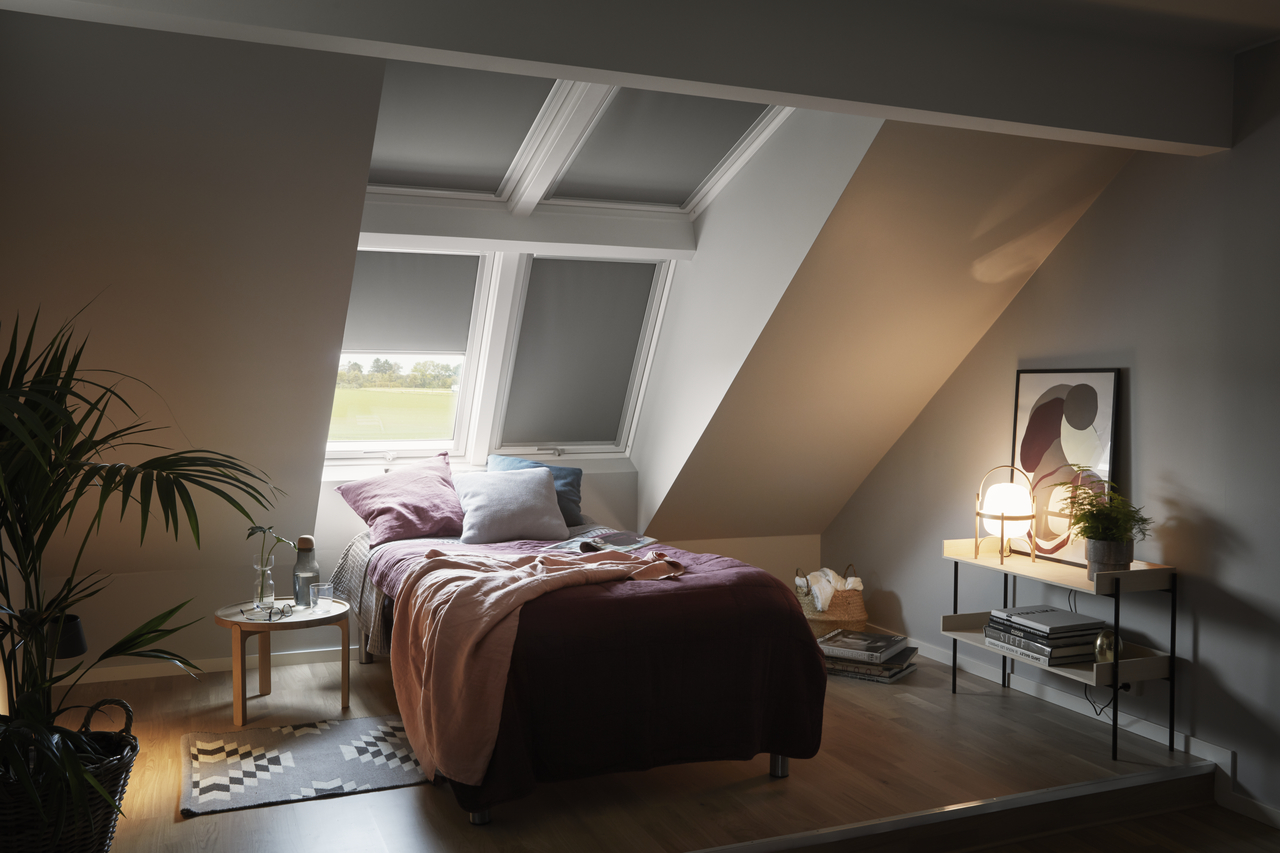 camera con tende oscuranti