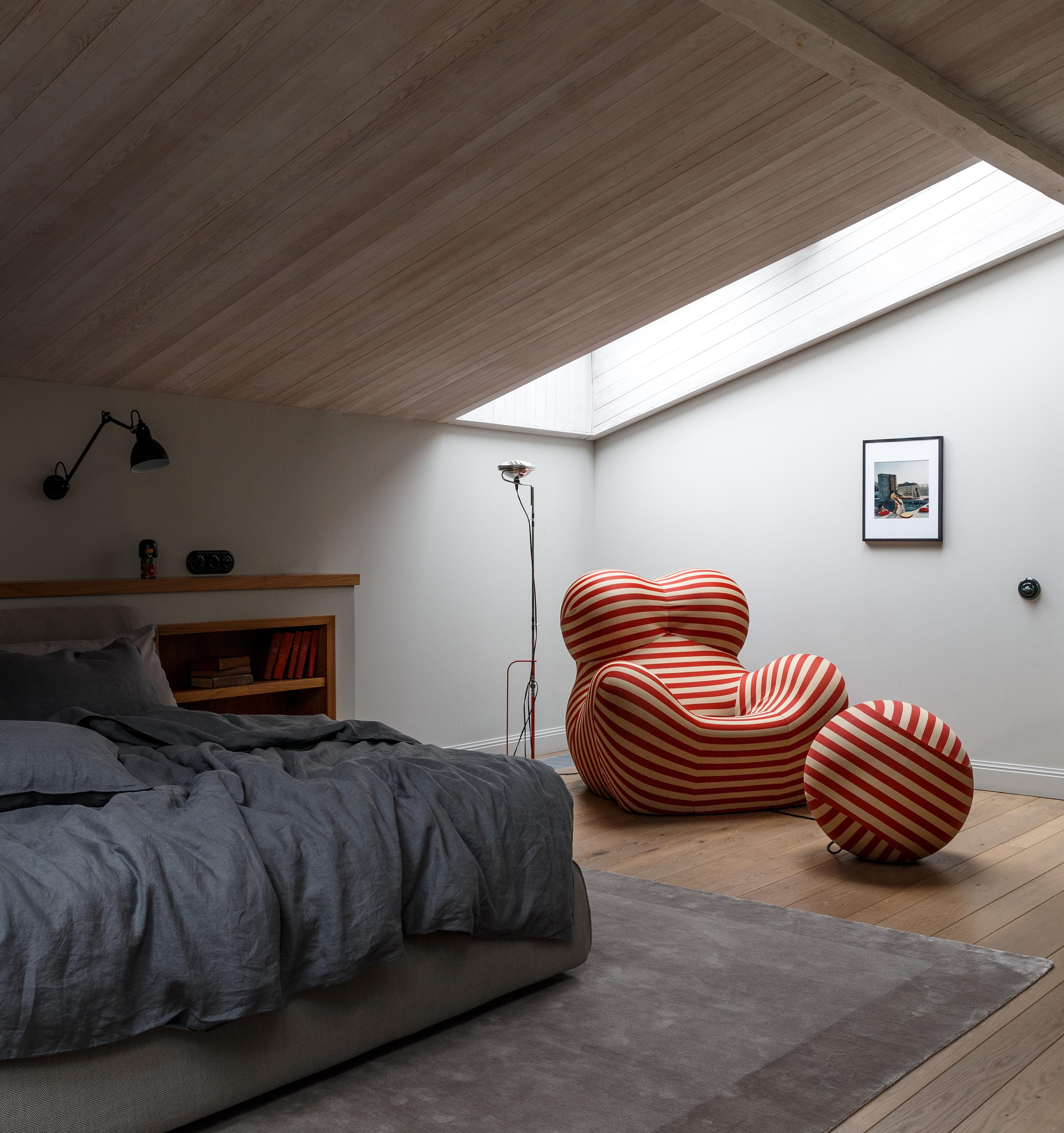 Come un sottotetto diventa una camera da letto confortevole ...