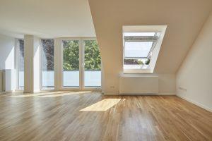 soggiorno con finestra aperta