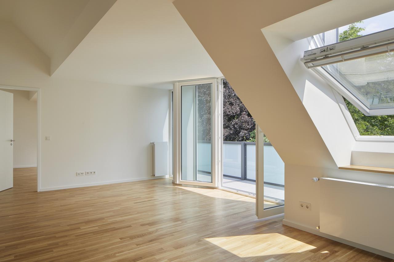 soggiorno con finestre
