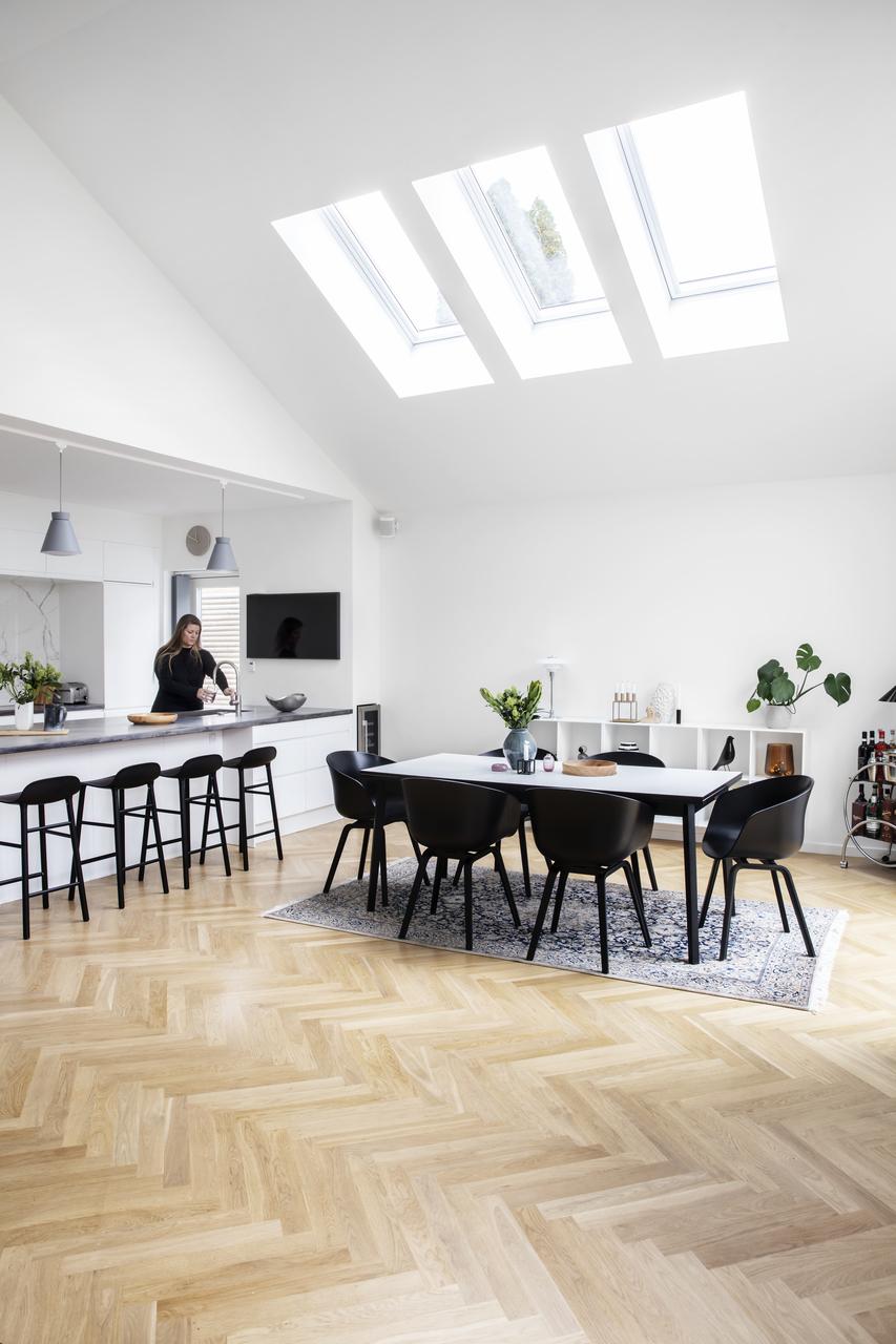 cucina con tre finestre