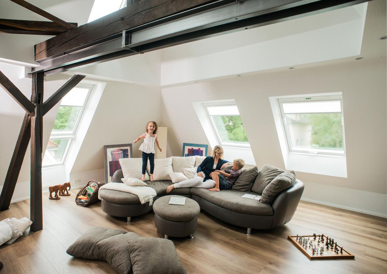 divano sotto al tetto
