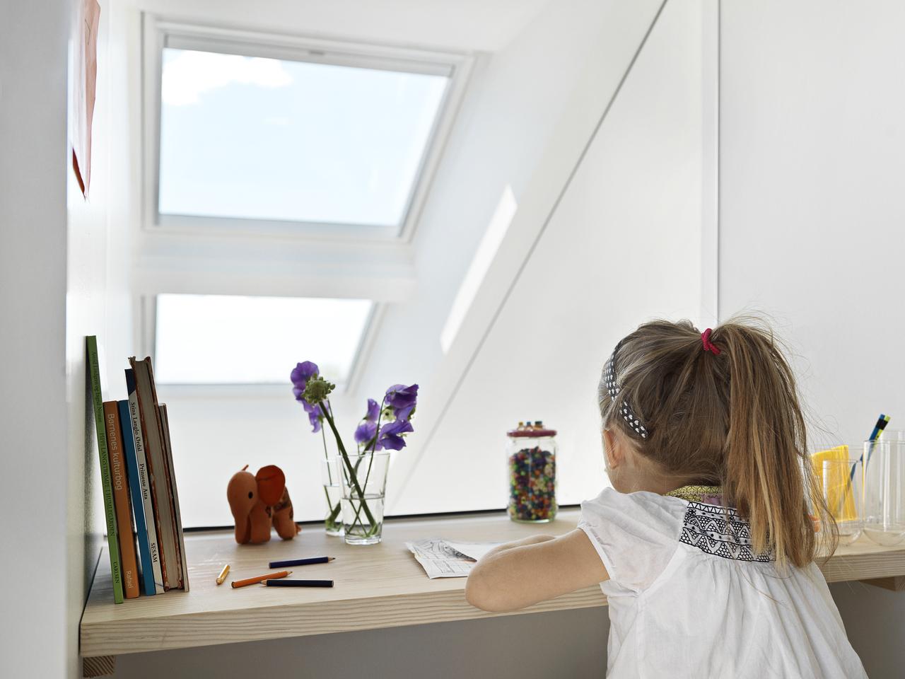 studiare sotto a una finestra