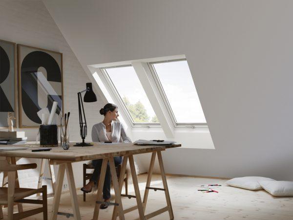 studio con due finestre