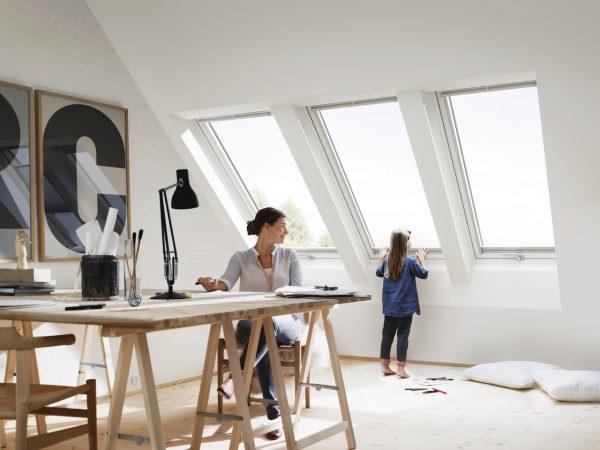 studio con tre finestre