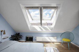 camera con doppia finestra